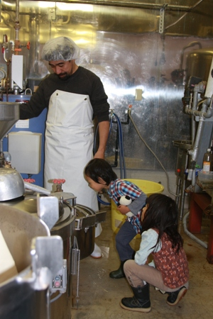 オーガニック豆乳に子供たちも興味津々