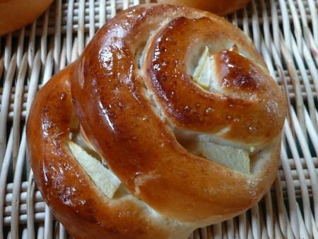 国産有機小麦粉ゆきちからのリンゴパン